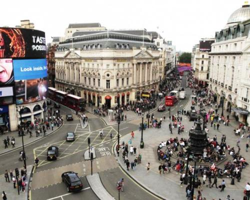 The Piccadilly Circus at rush hours.
