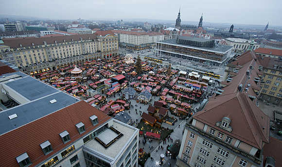 An overview shows the Christmas market in the eastern German town of Dresden.