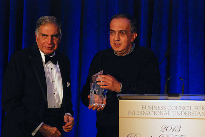 Ratan Tata receiving the award from Sergio Marchionne at New York's Ritz-Carlton Battery Park.