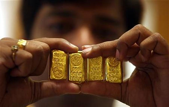 Smugglers find channels to bypass gold import curbs