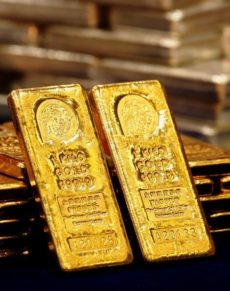 One-kg 24K gold bars are displayed at the Chinese Gold and Silver Exchange Society.