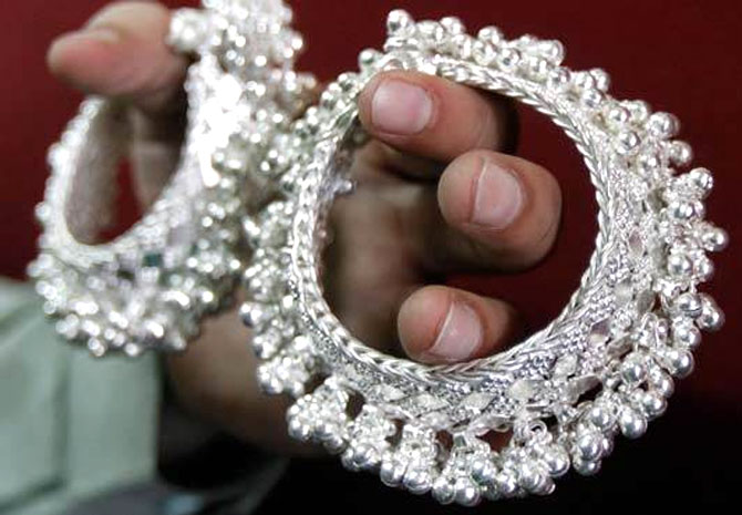 Starved of gold, Indians may import record volumes of silver