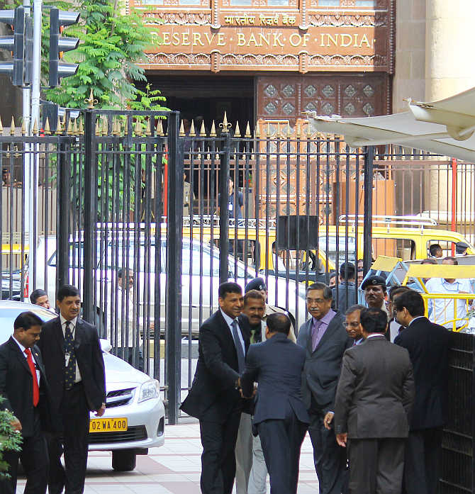 Raghuram Rajan being greeted by bankers as he takes over charge as the governor of RBI.