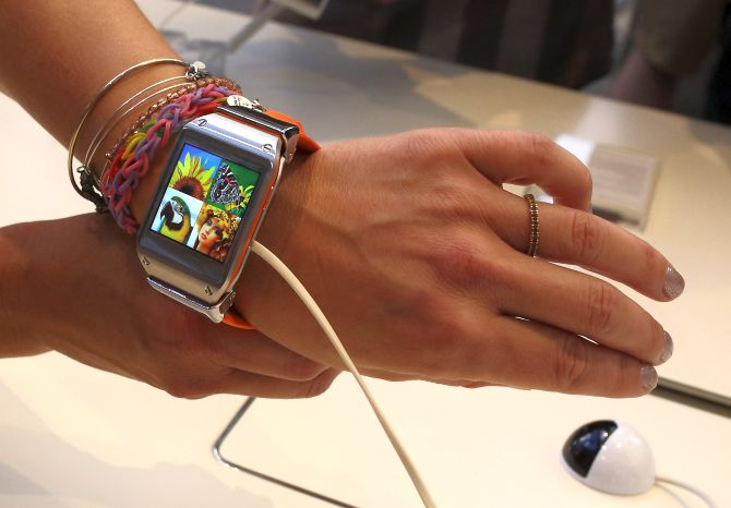 A Samsung host shows a Samsung Galaxy Gear smartwatch at a pop-up shop following a launch event in New York's Times Square, September 4, 2013.