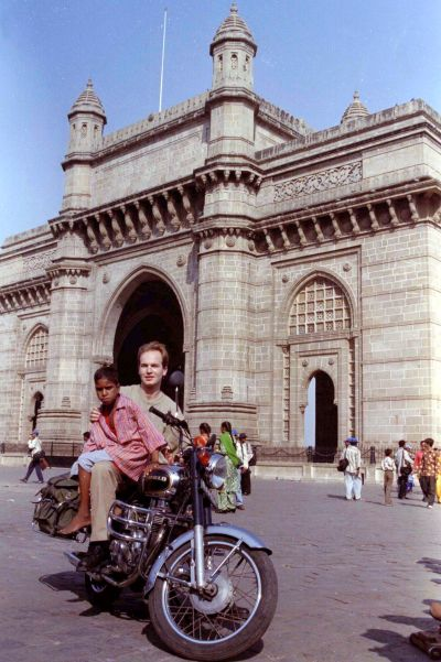Frenchman Yannick Ollivier poses with Giri Gopal, a street child in front of the Gateway of India in Bombay.