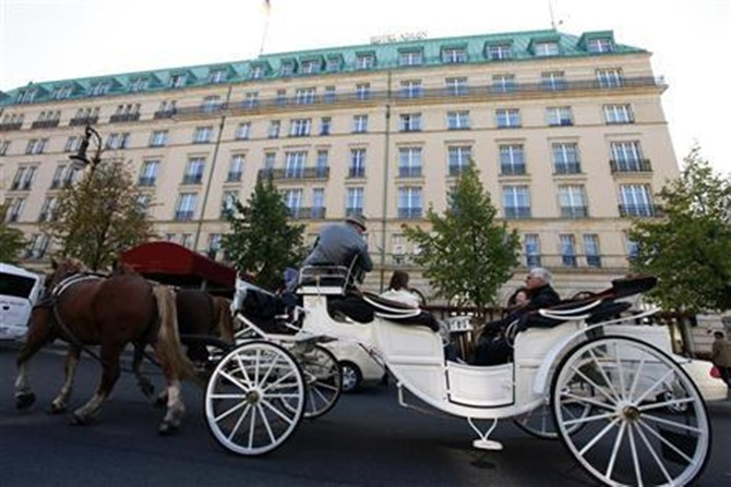 A carriage passes in front of the Hotel Adlon at the Pariser Platz in Berlin.