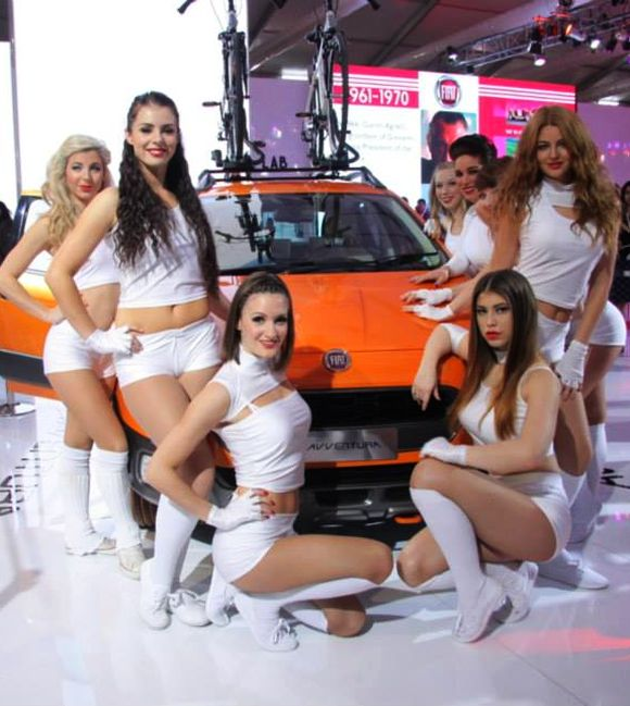 Models surround Fiat's Avventura during the Indian Auto Show.