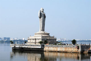 Image: Buddha statue at the Hussain Sagar, Hyderabad. Photograph, courtesy: Sanyambahga/Wikimedia Commons