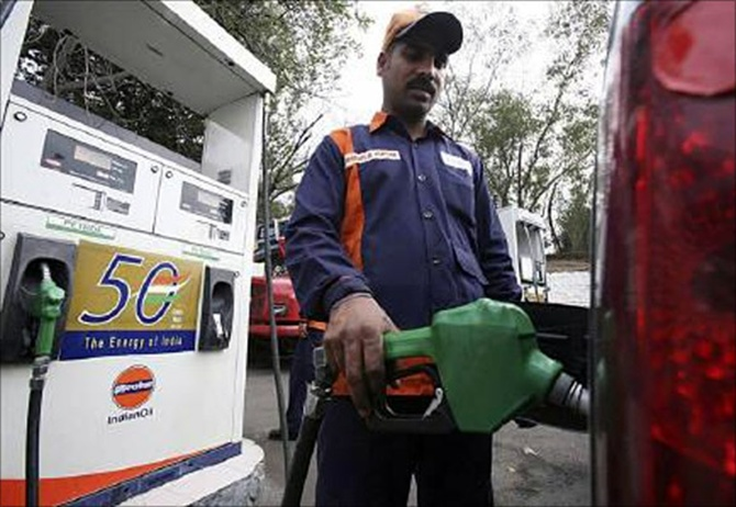Petrol pumps will remain shut on Sundays in 8 states