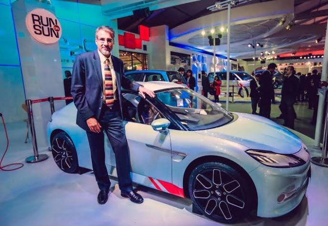 Auto Expo 2014: What was Ratan Tata doing at Bajaj stall?