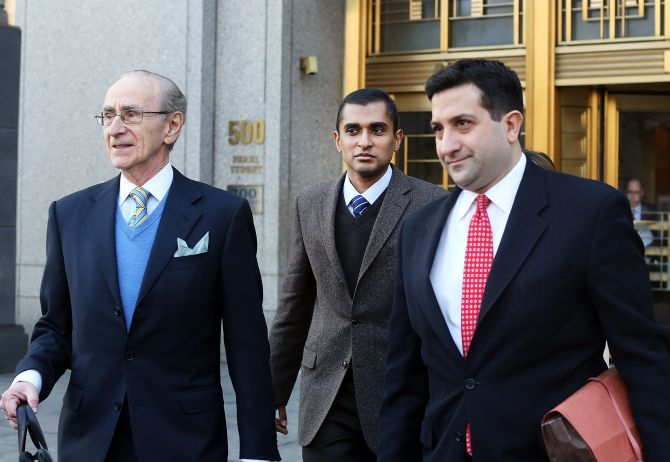 Mathew Martoma (C) walks with his lawyers after leaving Manhattan federal court following his arraigned on insider-trading charges.