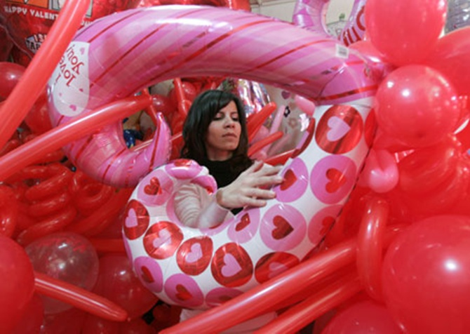 Gift sales to touch Rs 18,000 crore in V-day week