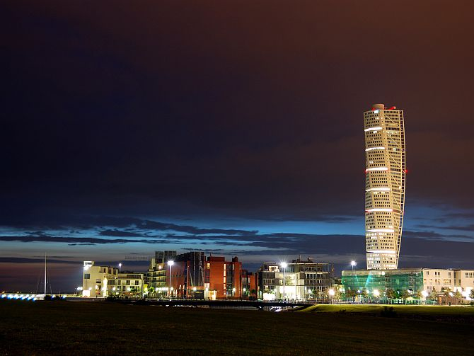 Turning Torso and Vastra Hamnen by night.