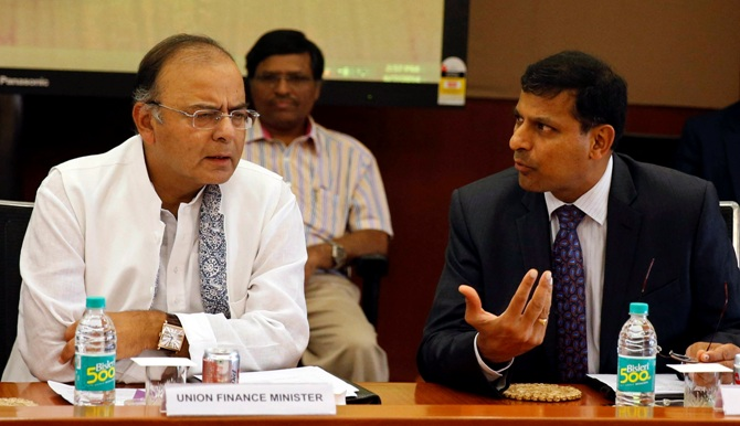 Arun Jaitley (L) listens to Reserve Bank of India Governor Raghuram Rajan during a financial stability development council meeting in Mumbai June 7, 2014.