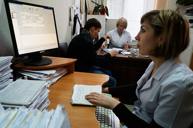 A doctor uses computer at the state-run Lavra clinic in Kiev.