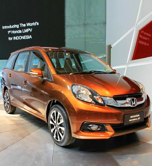Year's biggest car launch: Honda drives in Mobilio at Rs 6.49 lakh