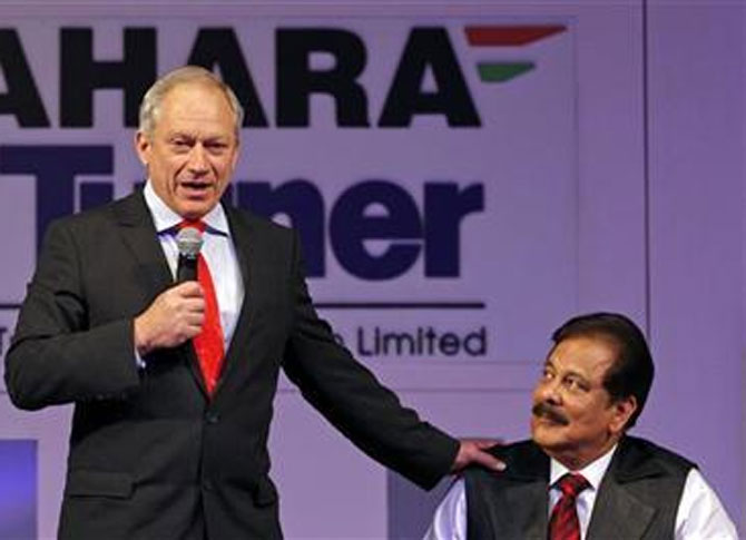 Sahara Group Chairman Subrata Roy (R) looks at Nicholas Billotti, chief executive officer of Turner Construction International.