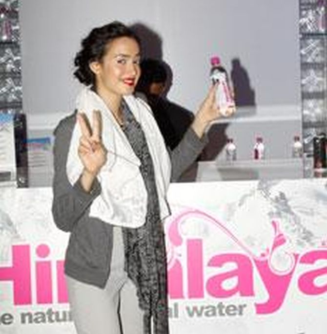 A model exhibiting Tata's Himalayan packaged water bottle