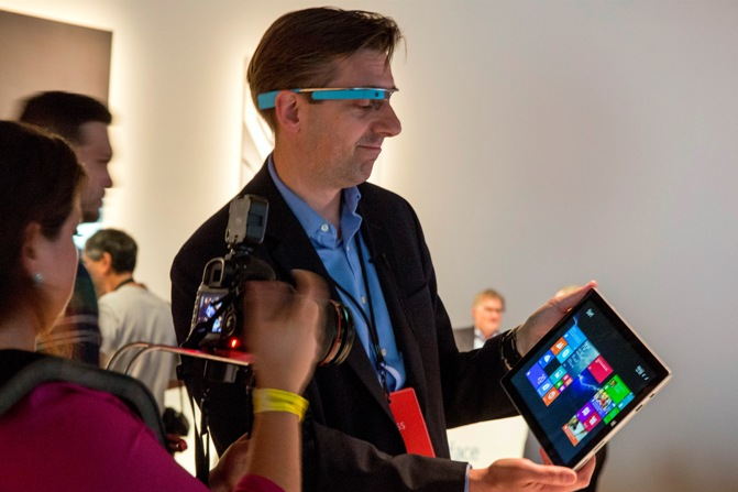 An attendee wearing Google glass uses the new Microsoft Surface Pro 3, during the event in New York May 20, 2014.