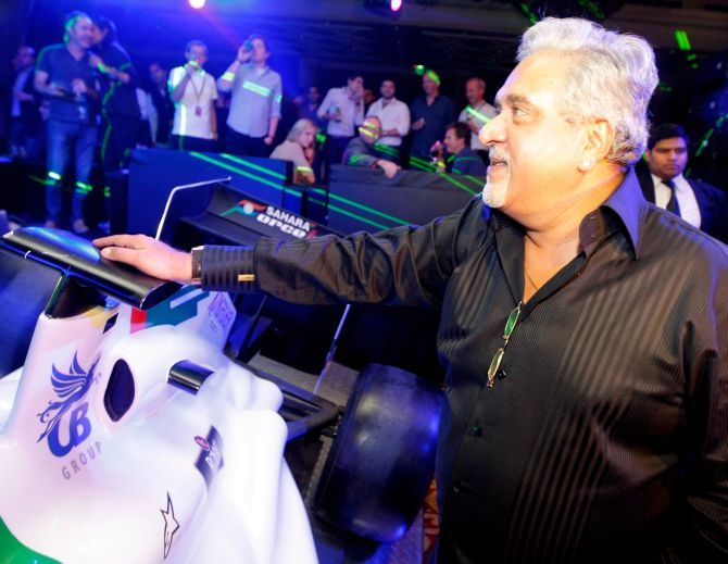Vijay Mallya (C) at the F1 Rocks India Afterparty.