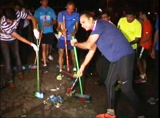 Anil Ambani was accompanied by his friends as he joined Narendra Modi's cleanliness drive
