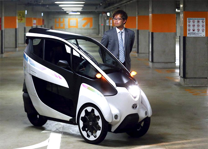 I Road Toyota S Amazing Electric Car Cum Motorbike Rediff Com