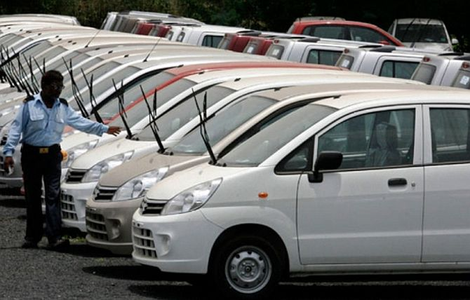 Car sales continue to go south, down 23.69% in Sep