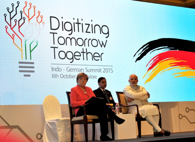 Modi woos foreign investors, hopes for GST roll out in 2016