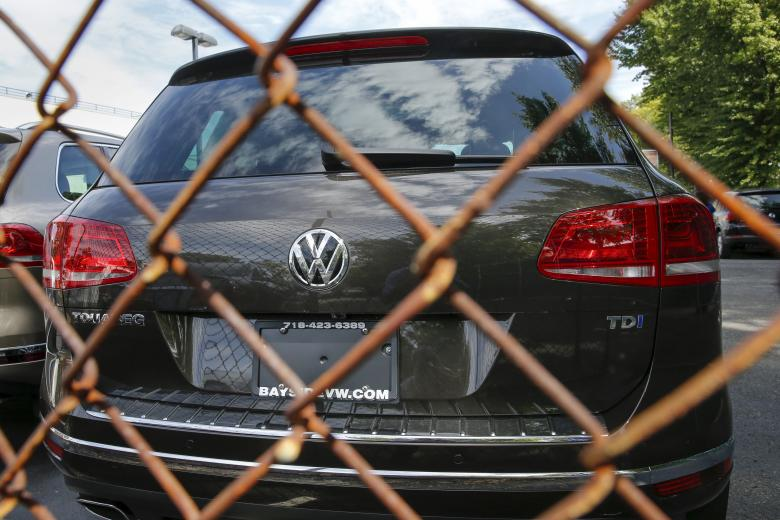 Volkswagen plays down hopes of quick answers over emissions cheating