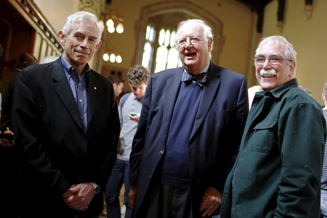British-born economist Angus Deaton of Princeton University (C) stands with Nobel laureates Chris Sims (left, Economics, 2011) and Eric Wieschaus (right, Physiology or Medicine, 1995) after winning the 2015 economics Nobel Prize on the Princeton University campus in Princeton, New Jersey October 12, 2015. REUTERS/Dominick Reuter