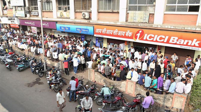 Pay day rush: Banks resort to rationing of cash