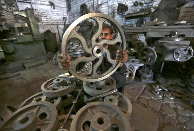 India's manufacturing capacity utilisation declines