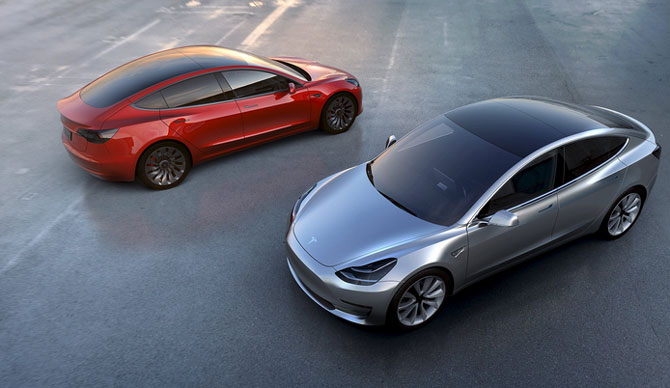 Tesla puts pedal to the metal, 500,000 cars planned in 2018