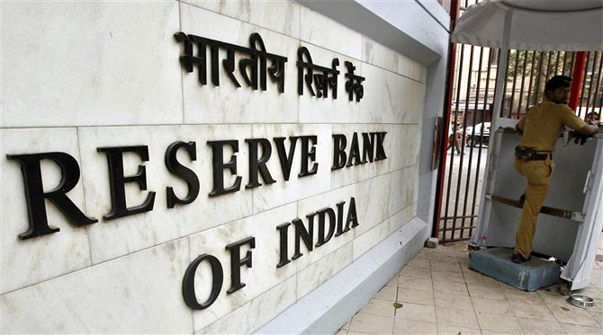 RBI cancels RTGS/NEFT fees, asks banks to follow suit
