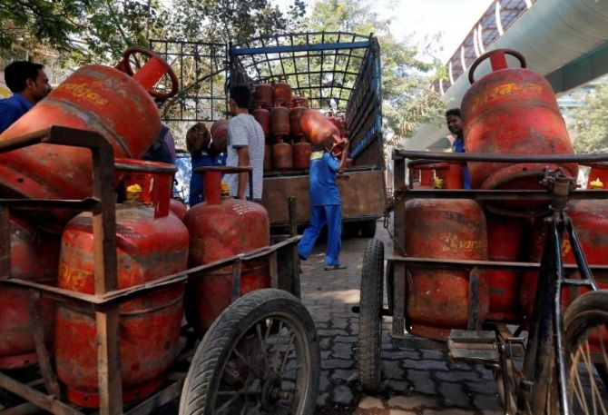Free LPG under Ujjwala scheme: Time extended till Sep