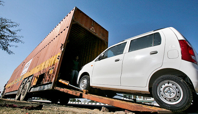 A worker unloads an A-Star car from a container at a Maruti Suzuki stockyard on the outskirts of Jammu 23, 2012. Photo: Mukesh Gupta/Reuters