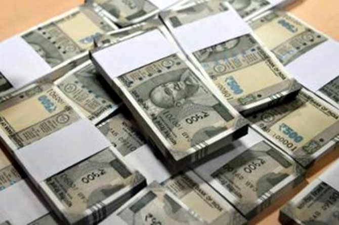 Rupee storms to 1-1/2-mth high, jumps 40 paise to 67.47