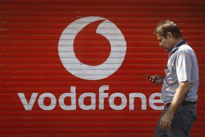 SC rejects Vodafone's offer to pay Rs 2500 cr by today