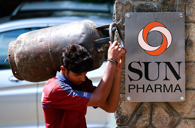 A man carrying a gas cylinder walks out of the research and development centre of Sun Pharmaceutical Industries Ltd in Mumbai May 29, 2014. Sun Pharmaceutical Industries Ltd, India's third-largest drugmaker by revenue, on Thursday reported a 57 percent jump in fourth-quarter net profit, slightly above expectations, helped by higher sales in the United States, its largest market. Photo: Danish Siddiqui/Reuters