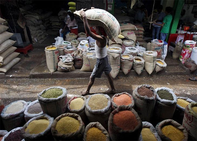Govt says retail prices of 3 pulses on declining trend