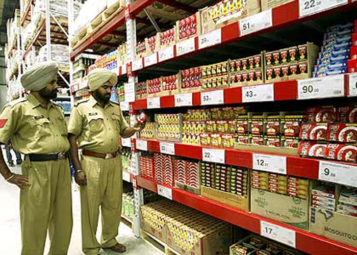 Policemen in the first cash-and-carry Wal-Mart store, Amritsar May 30, 2009. Photo: Munish Sharma/Reuters