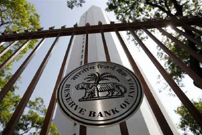 RBI officials quizzed over 20:80 gold import scheme