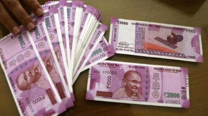 Demonetise Rs 2000 notes, says ex-babu in fin min