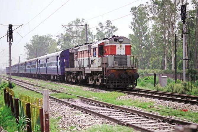 Rail link between Kashmir, rest of India on fast track