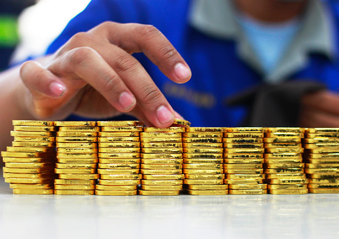 Market crash: Is it a good time to buy gold?