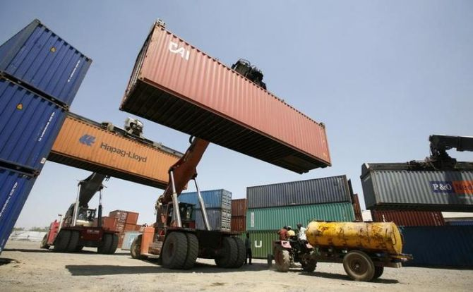 Sep 1st week exports jump 13.35%, imports down 21.37%