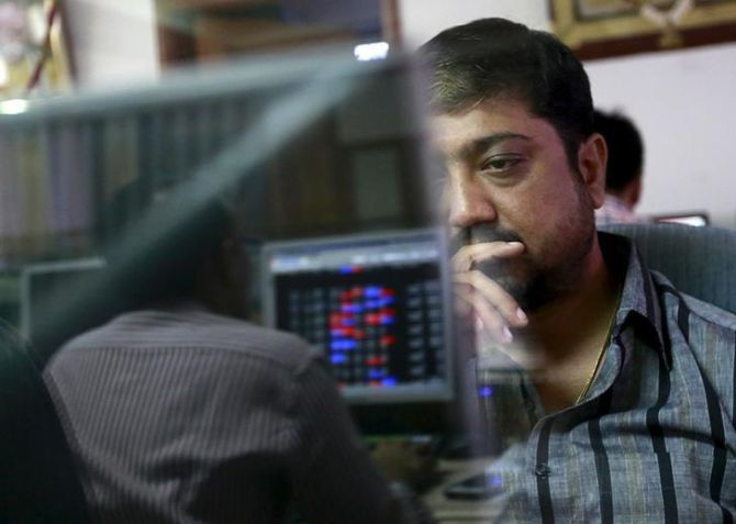 Sensex ends 216 points lower; IT stocks fall