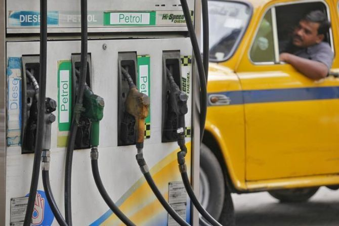 Fighting for cheating-free petrol pumps