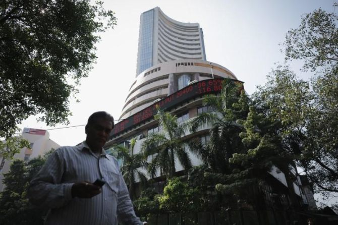 Weak cues from global mkts, but Sensex surges 224 pts