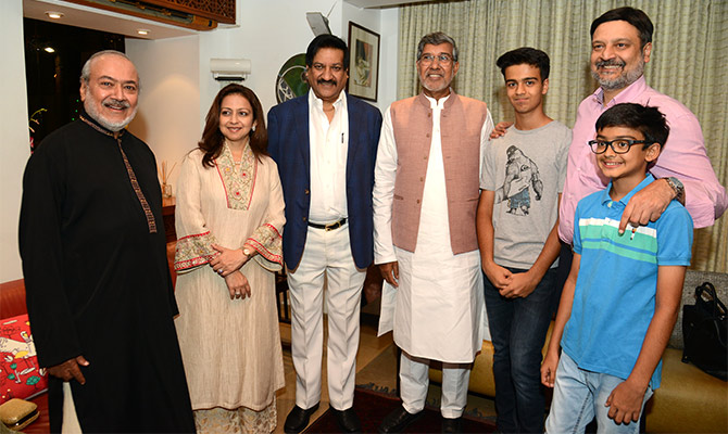 Dr Habil Khorakiwala, chairman, Wockhardt Ltd, with daughter-in-law Samina, former Maharashtra chief minister Prithviraj Chavan, Nobel Laureate Kailash Satyarthi, his grandsons and eldest son Huzaifa at his home, April 2018. Photograph: Kind courtesy Wockhardt Ltd.